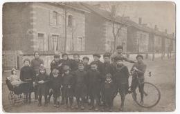 """DOMBASLE-sur-MEURTHE (54) CARTE PHOTO. ENFANTS. VELO. LANDEAU.  CITES SOLVAY Dites Le """" MAROC """". - Autres Communes"""