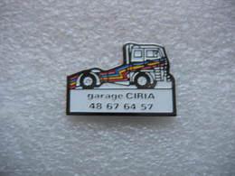 Pin's Camion De Dépannage, Camion Porte Voitures Du Garage CIRIA à GONESSE (Dépt 95) - Food