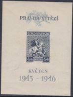 Tchécoslovaquie BF N° 10 X 1er Anniversaire De La Libération, Le Bloc  Trace De Charnière Sinon TB - Blocs-feuillets