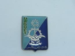 Pin's OPERATION DAGUET, TEXTE EN ARABE - Militari
