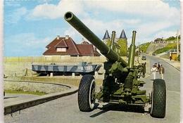 ARROMANCHES  (14) NORMANDIE * CANON ET PENICHE DE DEBARQUEMENT 1944 * - Guerre 1939-45