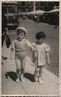 Fotografia Cm. 8,6 X 13,7 Con Due Bambini E Vecchio Autobus - Sports