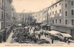 CPA LA DROME ILLUSTREE - ROMANS ( 5 ) - Place De La République. Un Jour De Marché - Romans Sur Isere