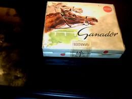 """Publicité Ancienne Parquet Boite  En Carton De Cigarette Vide Espagne Marque """" GANADOR Filtro """" Thème Tiercé Chevaux - Cigarettes - Accessoires"""