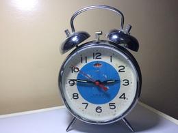 REVEIL VINTAGE DIAMANT- CADRAN BLEU ET BLANC-MADE IN CHINA- EN ETAT DE FONCTIONNEMENT - Alarm Clocks