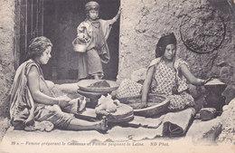 Femmes Faisant Du Couscous - Algeria