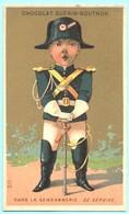 Chromo Chocolat Guérin-Boutron. Dans La Gendarmerie. De Service. Fond Doré. Imp. Courbe-Rouzet. - Guerin Boutron