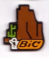 AB144 Pin's Stylo BIC Désert Cactus Achat Immédiat - Pin's