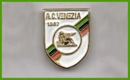 A.C. Venezia Calcio Distintivi FootBall Soccer Pins Veneto Spilla Ufficiale - Calcio