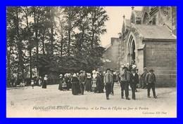 Plougastel * La Place De L'eglise Un Jour De Pardon     ( Scan Recto Et Verso) - Plougastel-Daoulas