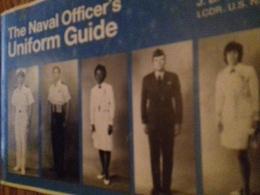 The Naval Officer's Uniform Guide CASTANO Naval Institute Press 1975 - Forces Armées Américaines