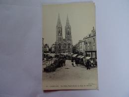 CPA  50  SAINT-LO La Place Notre-Dame Un Jour De Marché Très Animée TBE - Saint Lo