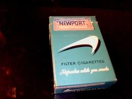 Publicité Ancien Paquet En Carton Vide  De Cigarette Vide Origine USA Marque New Port - Cigarettes - Accessoires