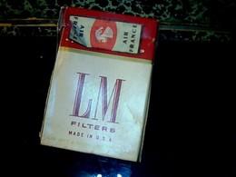 Ancien Paquet En Carton De Cigarette Vide Origine USA Marque L& M Distribuée Sur Les Vols Air_françe De L' époque - Etuis à Cigarettes Vides