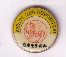 C60 Pin's KARATÉ CLUB DE NEUFCHATEAU Vosges Achat Immédiat - Judo