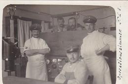 AK Foto Deutsche Soldaten Im Operationszimmer Feld Lazarett 3 - Röntgengerät - 1. WK  (47526) - Guerre 1914-18