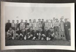 Football-Team With Coach / Foto K. V. Vuuren/Schiedam - Schiedam