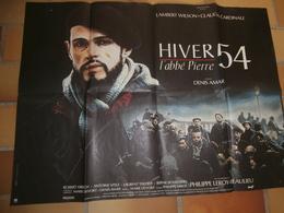 Cinéma, Affiche Film,Hiver 54, !'abbé Pierre, 1989, Dim.80 X 60, Denis Amar,avec Lambert Wilson,Claudia Cardinale, - Manifesti & Poster