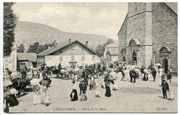 CPA * GERARDMER Sortie De La Messe ( Très Animée Attelages ) - Gerardmer