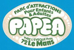 AUTOCOLLANT PARC D'ATTRACTIONS POUR ENFANTS & ADULTES PAPEA YVRE L'EVEQUE PRES 72 LE MANS - Aufkleber