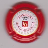 Capsule Champagne DAVID-HEUCQ Henri ( 95b ; Estampée Relief Contour Rouge ) {S09-20} - Champagne