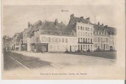 GUISE. CPA Coin De La Place D'Armes Hôtel Des Postes (cp Fatiguée Voir Scan) - Guise