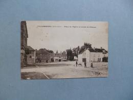 VILLERSEXEL  -  70  -  Place De L'église Et Entrée Du Château  -  Haute Saône - Other Municipalities