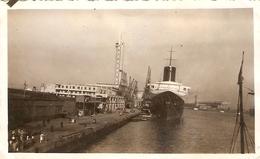 Photographie De Navire, Le Paquebot Normandie à Quai, Gare Maritime Du Hâvre, Photo Des Années 1930 - Boats