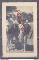 Au Plus Rapide Mer Plage Maillot Femme Très Bon état Fabrégas Août 1953 Beau Format - Persone Anonimi