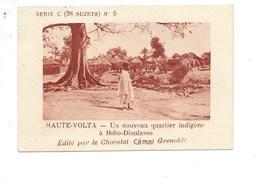 Chromo AOF Haute Volta Quartier à Bobo-Dioulasso TB 75 X 50 Mm Pub: Chocolat Cémoi Au Dos Colonies Françaises - Chocolat
