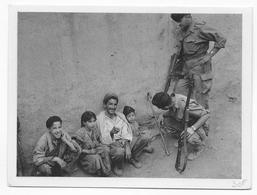GUERRE D'ALGERIE - CARTE ILLUSTREE Ed. BACONNIER - PROPAGANDE FRANCAISE - AMITIE REVENUE DANS LE VILLAGE - Guerra De Argelia