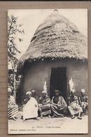 CPA TOGO - Chefs Fétichistes - TB PLAN GROUPE HOMMES Devant Habitation Case - TRADITION COUTUMES - Togo