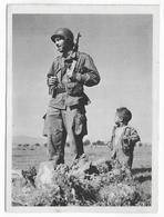 GUERRE D'ALGERIE - CARTE ILLUSTREE Ed. BACONNIER - PROPAGANDE FRANCAISE - SOLDAT ET SON JEUNE AMI MUSULMAN - Guerra De Argelia