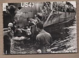 CPSM GUERRE 39-45 - Débarquement En NORMANDIE - Débarquement D'un Transport De Troupes - SUPERBE PLAN MARINES - Guerre 1939-45