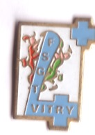 G349 Pin's Ville Village VITRY FSGT Gymnastique Gym Croix Bleue Achat Immédiat - Gymnastique