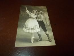 B761  Donne Che Ballano Cm14x9 Residui Carta Al Retro - Cartoline