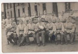 Militaria - Carte Postale Photographique De Militaires Du 117ème Régiment. Carte Postale En Noir Et Blanc - Personnages