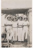 Militaria - Carte Postale Photographique De 4 Marins De L'aviso Regulus. Carte Postale En Noir Et Blanc - Personnages
