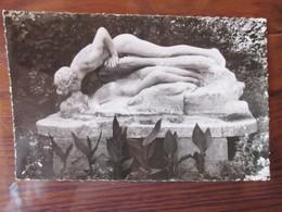 """CPSM - 31 - LUCHON -  """"Le Baiser à La Source""""  De Henri Coutheillas Sculpteur  - Carte Neuve - 2 Photos - Luchon"""