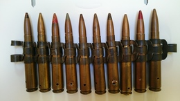 10 Munitions Avec Maillons De 12.7 Neutralisées Par Perçage Et Amorces Percutées Ww2 - Decorative Weapons