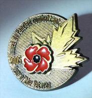 """CANADA:""""Vétérans Canadiens"""".Hommage à Ceux Tombés à La 1 ère Guerre Mondiale. Pin Officiel:Feuille D'érable & Coquelicot - Militaria"""