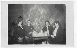(RECTO / VERSO) FAMILLE DEVANT UNE BIERE -  WÜRZBURGER HOFBRÄU BIER - CAFE - CARTE PHOTO CPA - 75 - Cafés