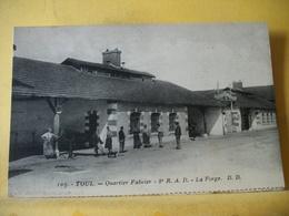 54 1420 CPA 1928 - 54 TOUL - QUARTIER FABVIER - 8e R.A.D. - LA FORGE - ANIMATION - Caserme