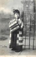 Japon - La Petite Joueuse D' Accordéon - Non Classés