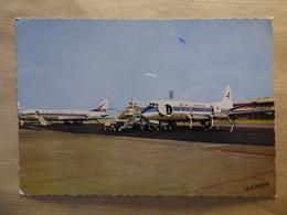 AEROPORT / AIRPORT / FLUGHAFEN   LYON BRON   VISCOUNT AIR INTER / CARAVELLE AIR FRANCE - Aérodromes