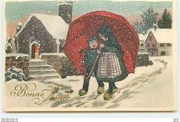 Bonne Année - Enfants Se Protégeant De La Neige Sous Un Parapluie - Nouvel An