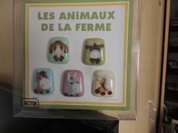 LOT FEVES     LES ANIMAUX DE LA FERME      PORCELAINE     DECOR POSE A LA MAIN - Animals