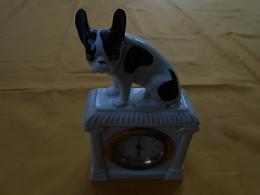 Pendule Ancienne Chien Bouledogue Céramique (?) - Alarm Clocks