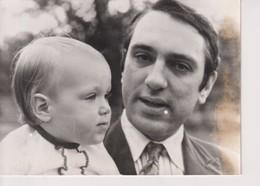 PRODIGE ÉCHECS DE 3 ANS. WILLIAM TAYLOR ET SA FILLE VICTORIA. 1978. 18*13 CM - Identified Persons