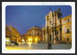 CP Saluti Da Siracusa,piazza Duomo E Il Duomo. Circulée + Timbre (*) Abimé - Siracusa
